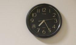 Horas iguais 10:10: O que isso significa?